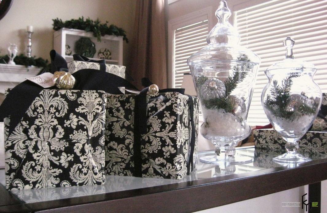 Черно-белые коробки для новогодних подарков