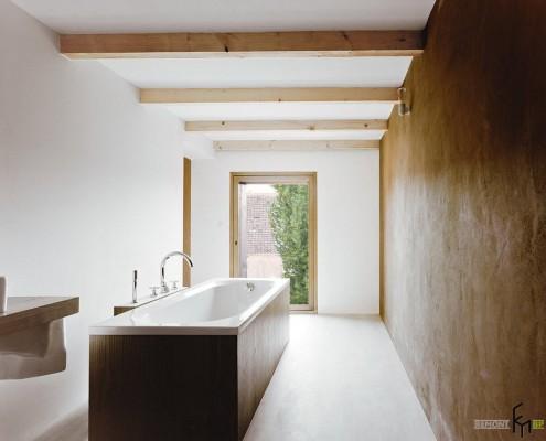 Ванная в узкой длинной комнате
