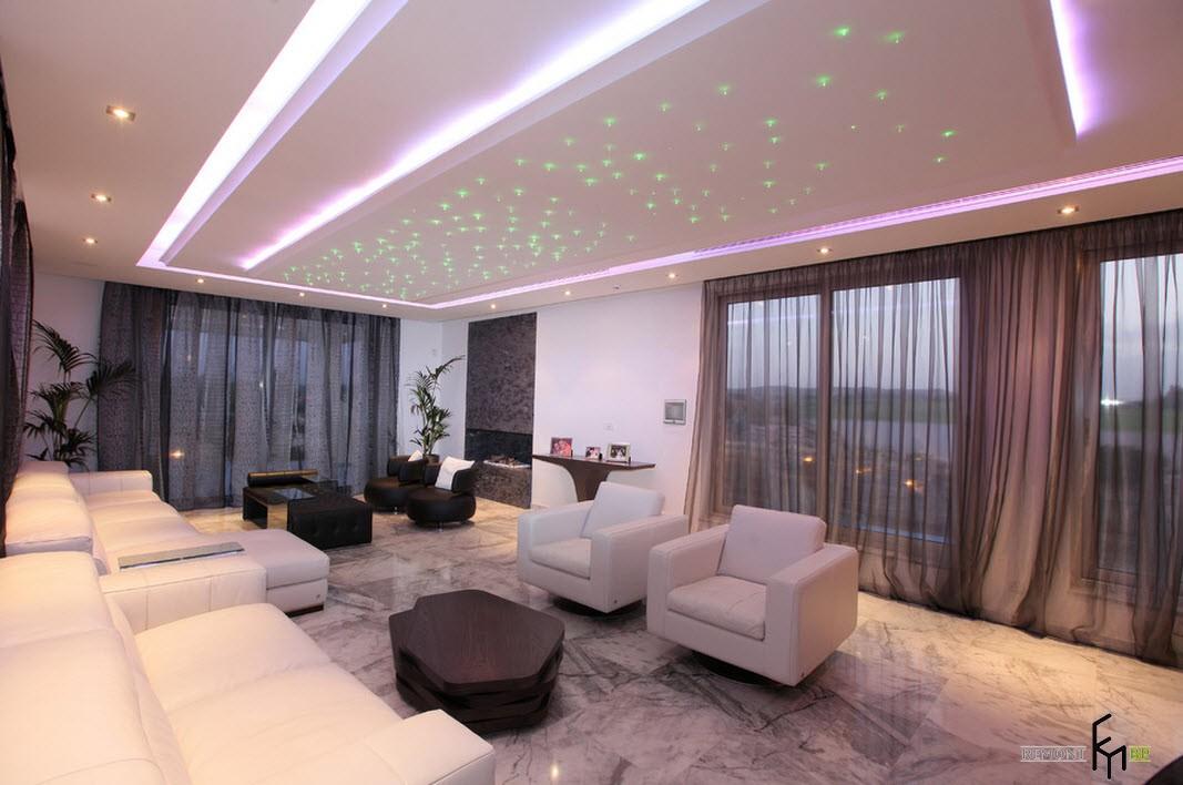 Зеленые светодиодные лампы на потолке
