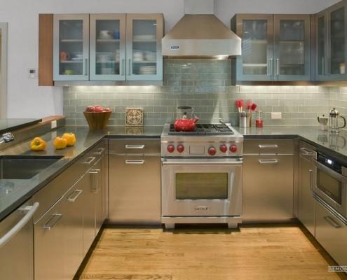 Современная кухня в светлых тонах