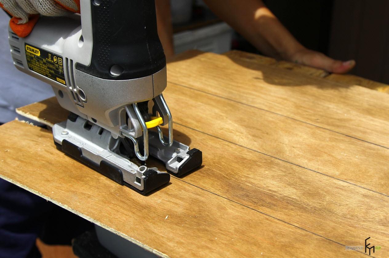 Шестой этап изготовления полки для кухни