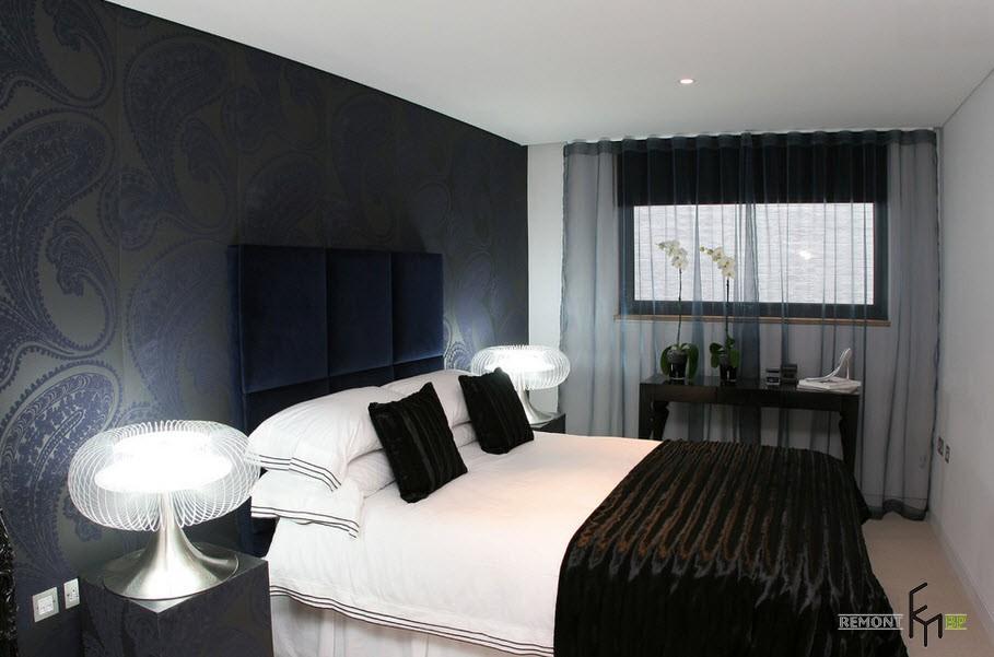 Сетчатые белые светильники у кровати