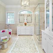 Белый половик в ванной