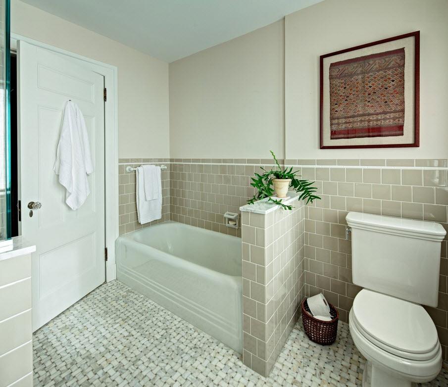 Бежевый кафель на стене в ванной