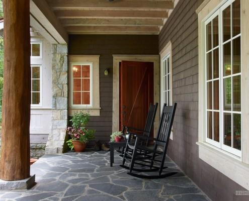 Кресла-качалки на террасе