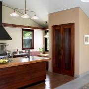 Изысканная кухня, совмещенная с коридором