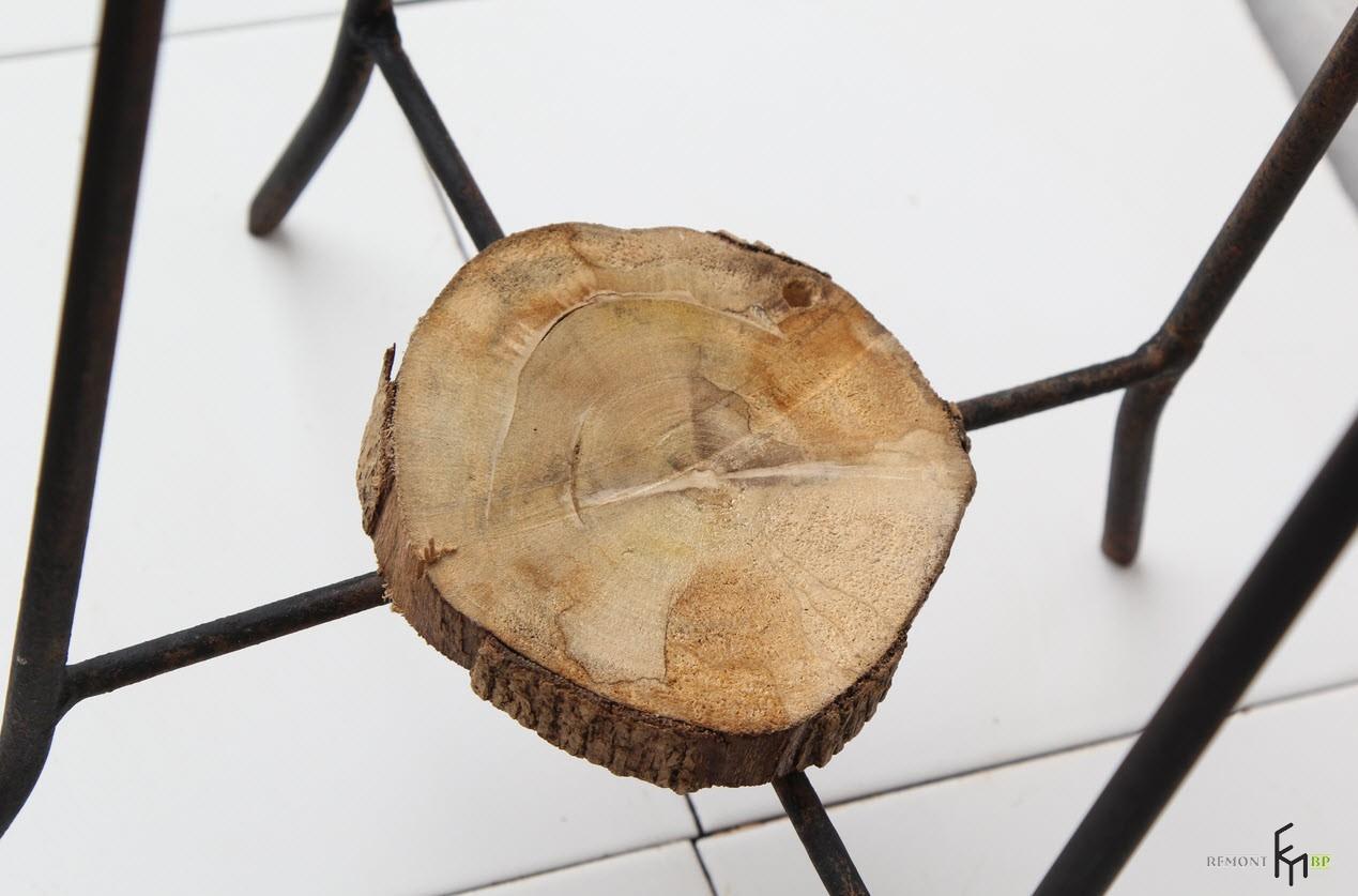 Разметить на древесине место устаи комплекта освещения