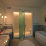 Стеклянные полотна в ванной