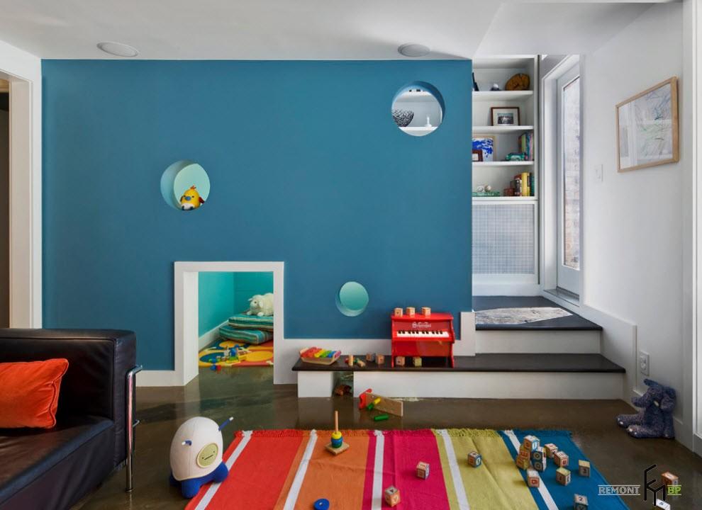 Оригинальная планировка голубой детской