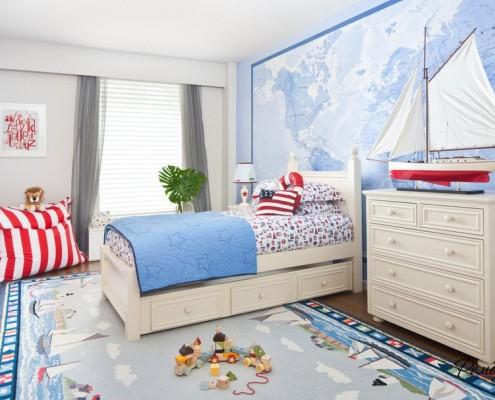 Голубая карта на стене в детской