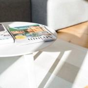 Журнальный столик белого цвета